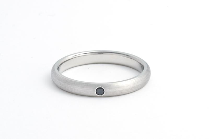 マリッジ_プラチナ3mmヘアラインブラックダイヤ