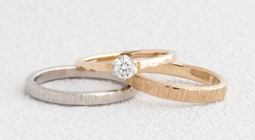 フォレスタの結婚指輪と槌目の婚約指輪