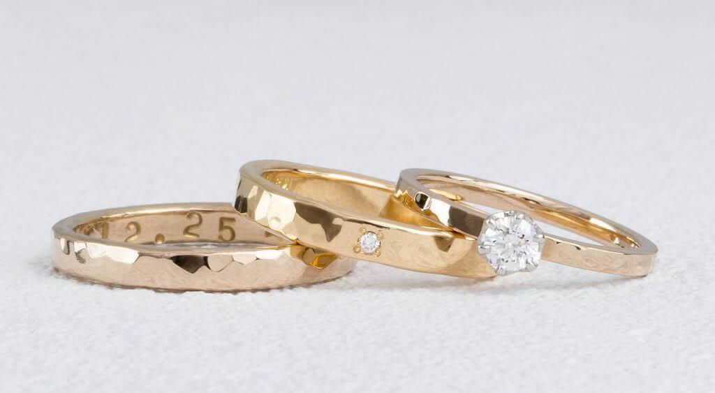 槌目の結婚指輪と婚約指輪