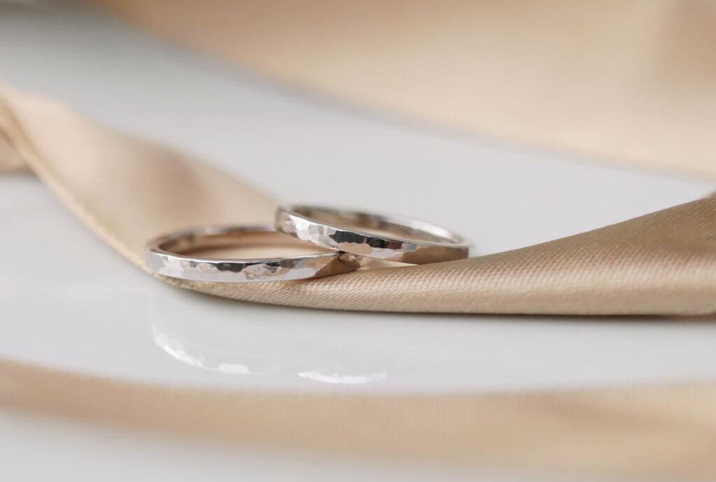 ペア10万円、しっかりプラチナ鍛造の手作り結婚指輪