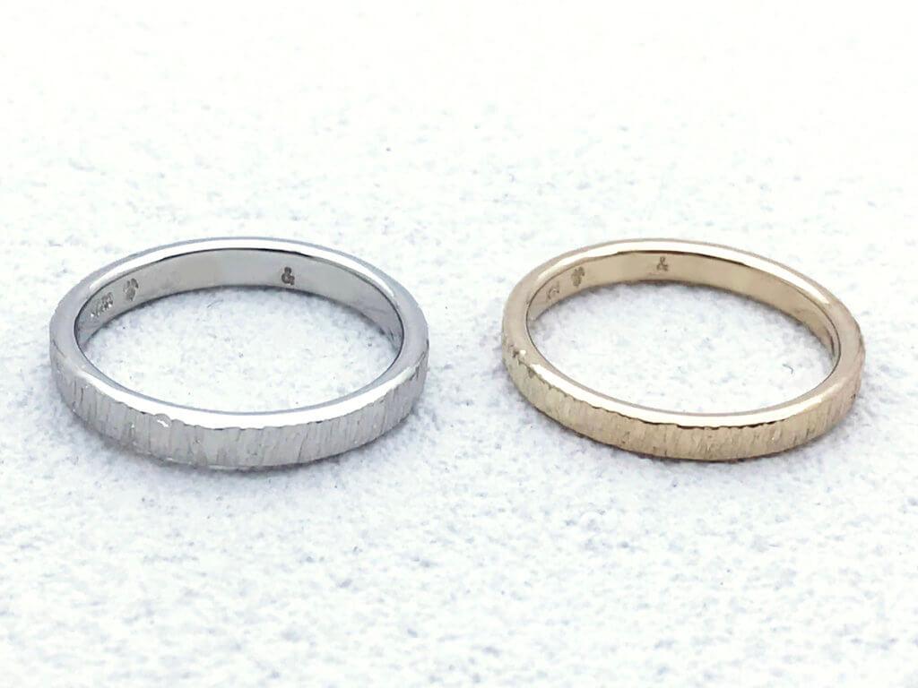 樹木の風合いをもつ結婚指輪