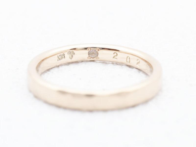 シークレットストーンに誕生石を入れて、自分たちで手作りする結婚指輪
