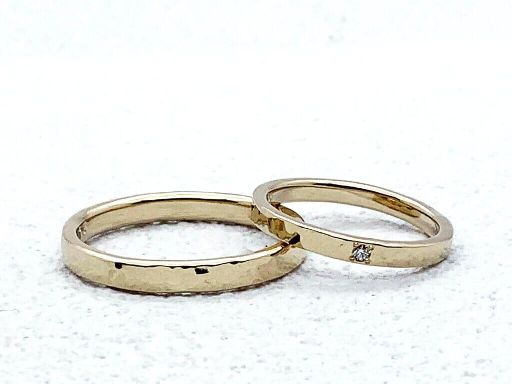シャンパンゴールド+ダイヤモンド 槌目の結婚指輪