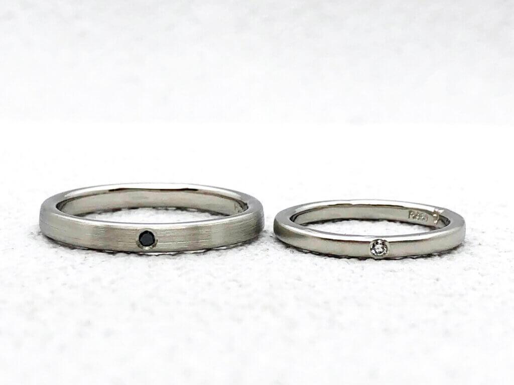つや消ししたプラチナ結婚指輪