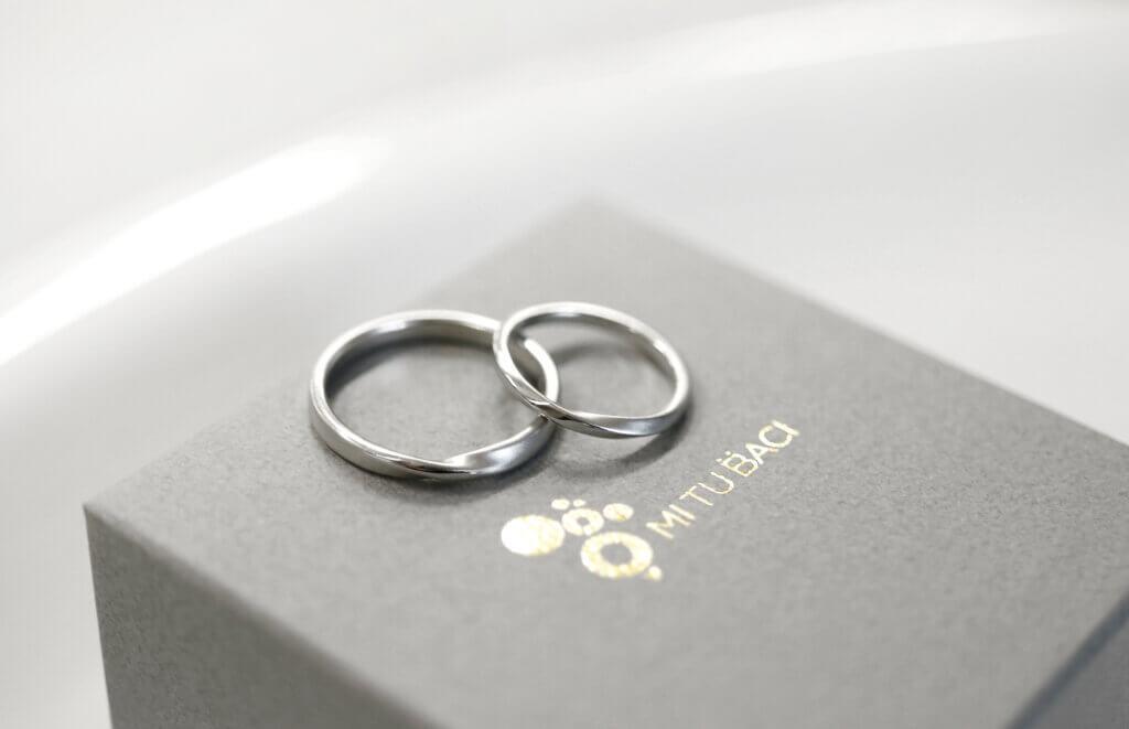 ひねりを加えたプラチナの手作り結婚指輪