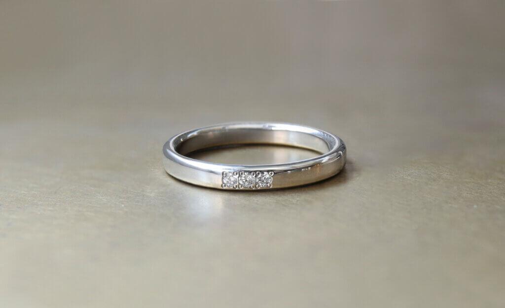ダイヤモンドを追加して、きらきらのプラチナ結婚指輪