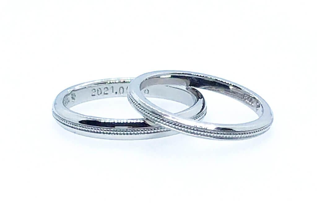 指輪中央のミル打ちがポイント・プラチナの結婚指輪