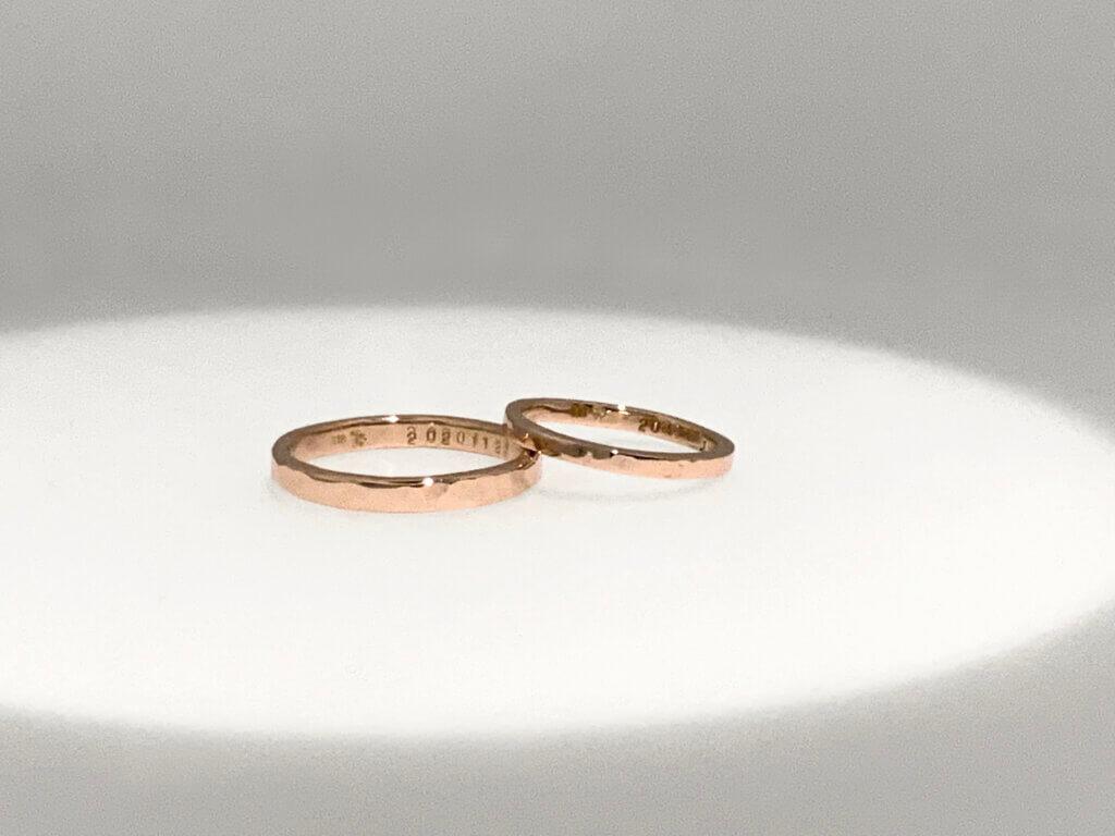 ピンクゴールドで作る槌目の結婚指輪